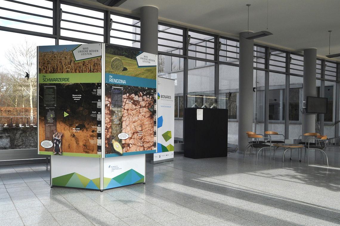 exhibit column